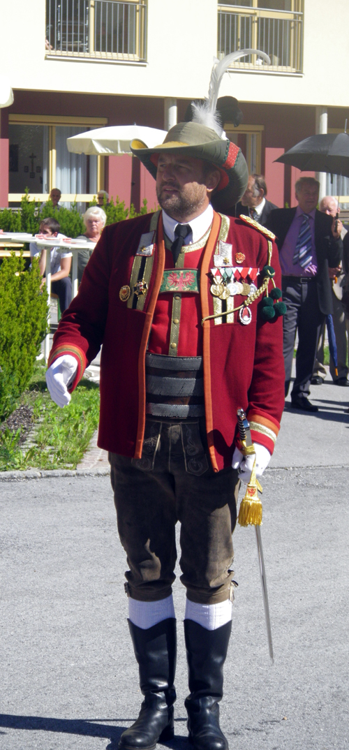tenue-traditionelle-tyrolienne.jpg